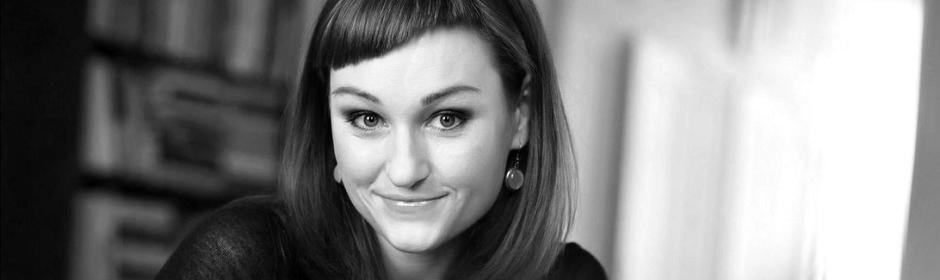 """""""Jsem hrdá, že se minulosti stavíme čelem"""" – spisovatekla Kateřina Tučková"""